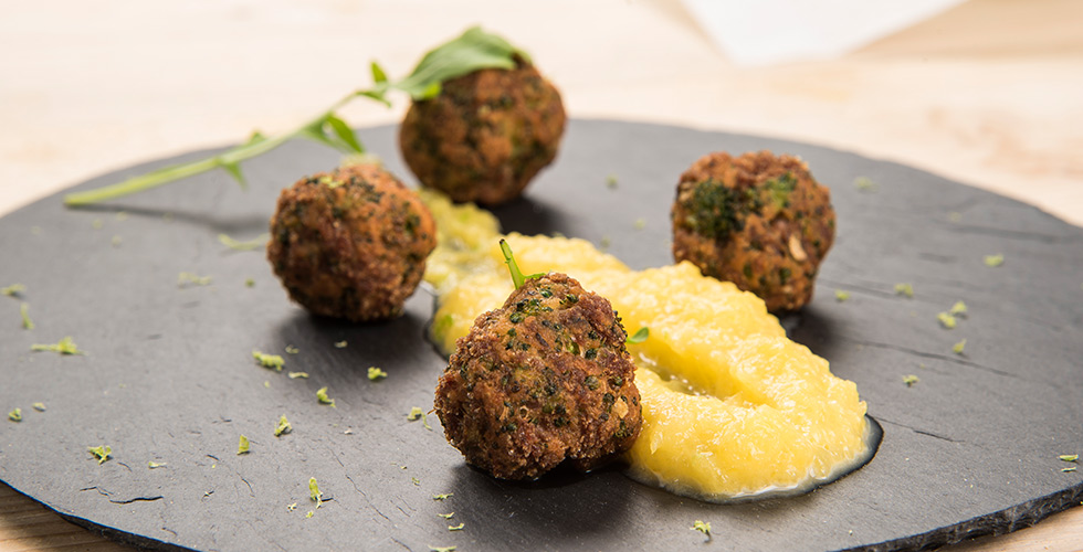 <b>Meatballs with Pumpkin Puree</b><br/>Wash and dry the coriander.